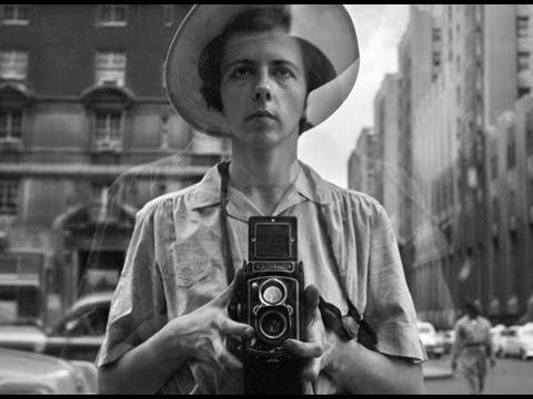 何故生前に自身が撮った写真を世に発表しなかったのか?映画『ヴィヴィアン・マイヤーを探して』予告編