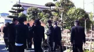 埼玉県立川口工業高等学校3年B組の高校生がゴミ拾い