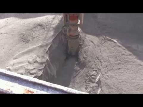 Ship unloading of bulk cement