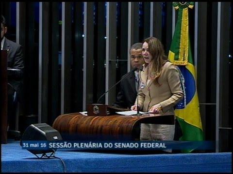 Vanessa Grazziotin critica reforma administrativa no Amazonas