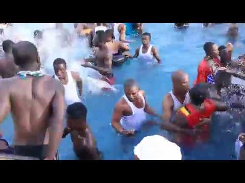 Download GH sex in the pool 1