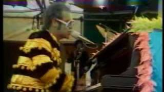 Elton John - Bennie & The Jets Live 1974 at Watford