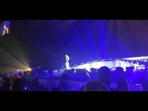 MPokora Paris Bercy 8/12/2017 Discours + Hommage à Johnny Hallyday