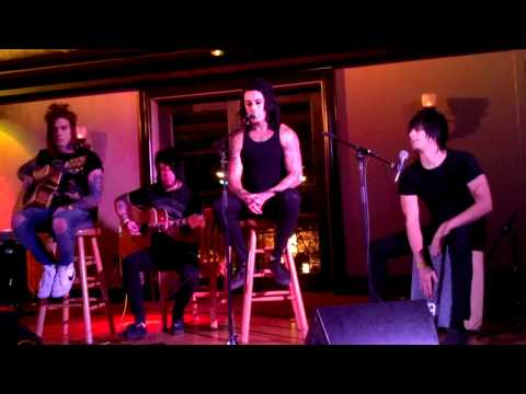 Falling In Reverse-The Drug In Me Is You (Acoustic)(Live)