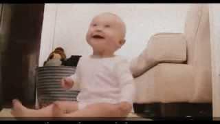 Bayi Lucu Tertawa Terbahak-Bahak