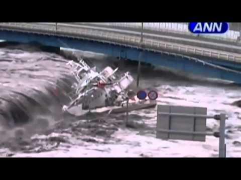 Video mới về cảnh sóng thần tấn công Nhật Bản