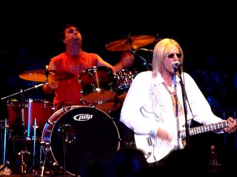 tom petty tribute band rocks one out - YouTube