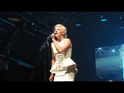 Ellie Goulding sings Rihanna song Only Girl at Somerset House, London, 15th July 2011