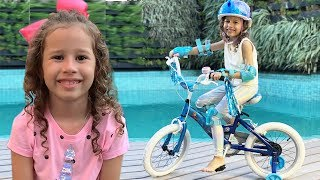 Valentina brincando com sua nova bicicleta thumbnail