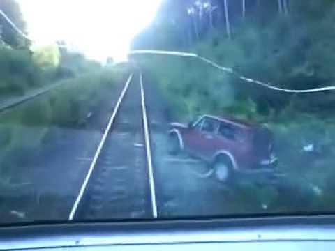Авто и поезд.mpg