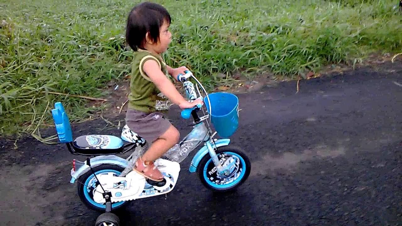 Belajar Sepeda Anak - Anak Belajar Sepeda - Balita Belajar