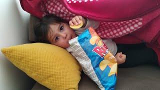 Ayşe Ebrar Yaramazlık Peşinde! Babasının Cipsini Aldı Kaçtı | For Kids Video