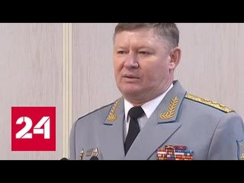 Шойгу вручил Сердюкову штандарт командующего ВДВ