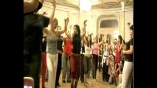 Yunaisy Farray: afro cubano work-shop (Юнайси ФАРРАЙ, афро и румба)(Yoruba dance (cuban folklorical dance) mixed with steps of rumba cubana. Work-shop of YUNAISY FERRAY (ex-Latin Black girl) SECOND PART of the VIDEO ..., 2013-02-24T00:50:39.000Z)