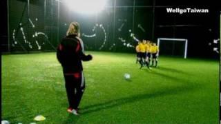 看貝克漢教小朋友踢足球 David Beckham part1