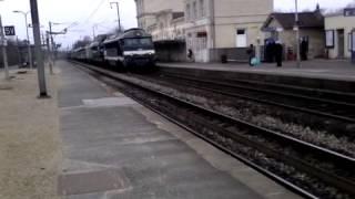 Vieille locomotive en gare d'Orry-la-Ville Coye