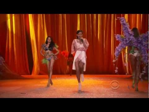 Rihanna - Phresh Out the Runway (Live at Victoria's Secret Fashion Show 2012)