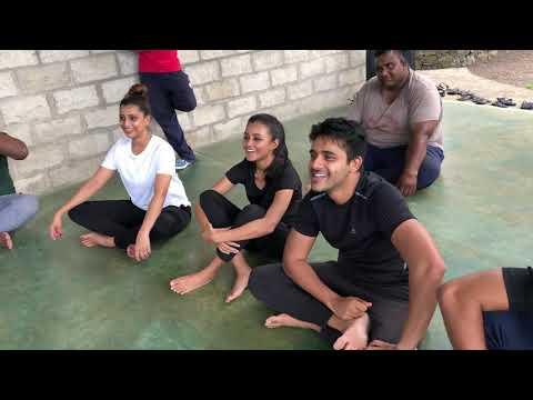 සාරංග දිසාසේකර පොත විකුනන්න කියපු බොරු තොගය - Mahendra Perera Actors Studio