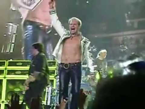 """David Lee Roth with Van Halen singing """"Jump"""" at Giant Center, Hershey, PA"""