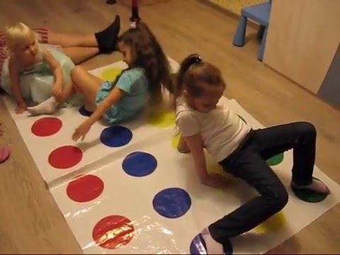 Твистер - играют девчонки! Веселая игра для детского праздника. Игры для мальчиков и девочек