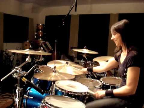 Emmanuelle Caplette on drum: Ton Désamour (June 2009)