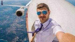 Repeat youtube video 7 Most Mysterious Selfies Ever Taken