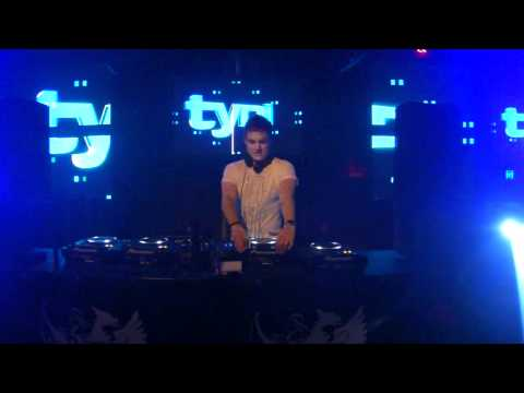 tyDi Global Soundsystem @ The Met   May 20, 2011   Tiesto pres  Allure feat  JES   Show Me The Way tyDi Remix