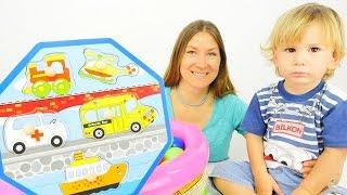 Вместе с мамой: Эмир собирает пазл! Развивающие видео игры для детей.