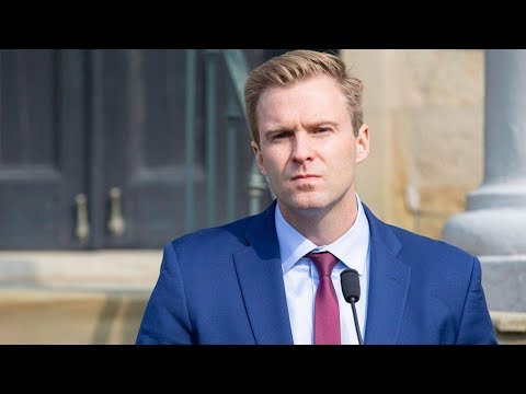 Brian Gallant says he'll remain New Brunswick premier for now