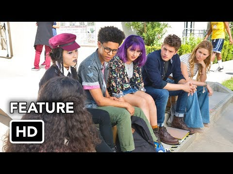 """Marvel's Runaways (Hulu) """"From Page to Screen"""" Featurette HD"""