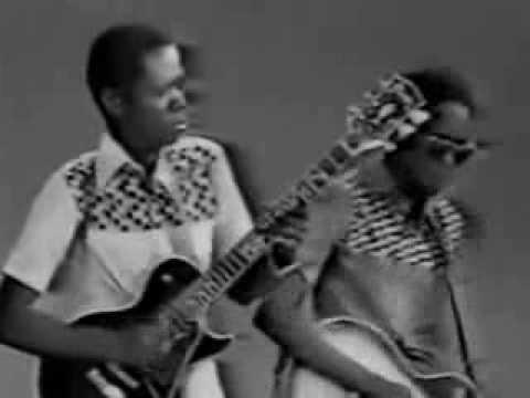Mandjou Les Ambassadeurs Internationaux  featuring Salif Keita