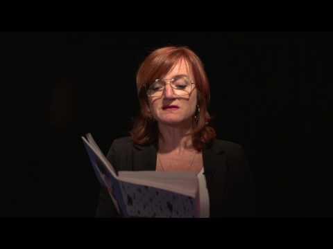 Nina Petri liest Artikel 26 der UN Menschenrechtscharta