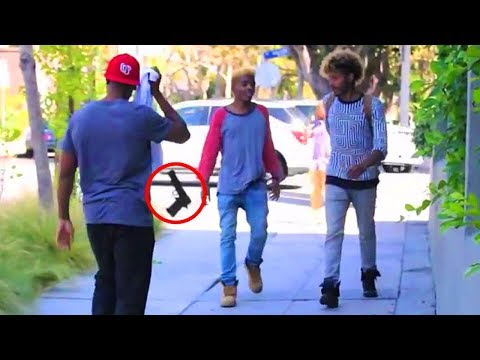 TOP 5 PRANKS IN THE HOOD THAT GONE HORRIBLY WRONG!!    2017 (March)