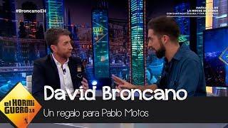 El regalo de David Broncano a Pablo Motos envuelto en una bolsa de plástico - El Hormiguero 3.0