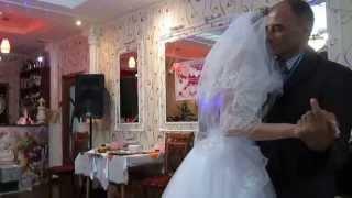 Танец дочери и отца на свадьбе