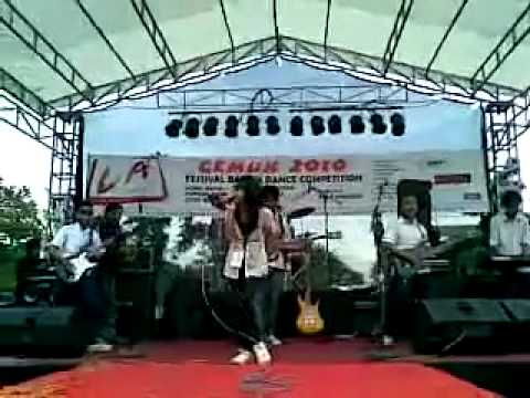 Reitha Mahardhika (anak gembala) witha MAJESTY BAND at  (gemuk 2010).mp4