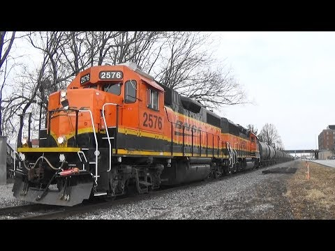 BNSF 2576 Leads a Freight, Moline, IL, 2/19/2018