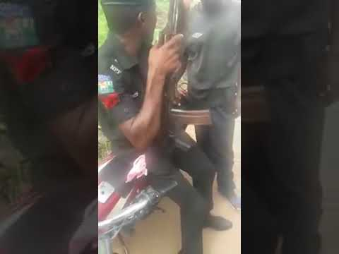 Police demands N100 naira from traffic offender   Vanguard News