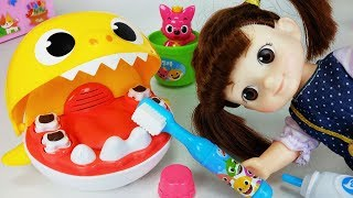 Baby Shark Tooth Brush play and Pinkfong toys Baby doll play - 토이몽