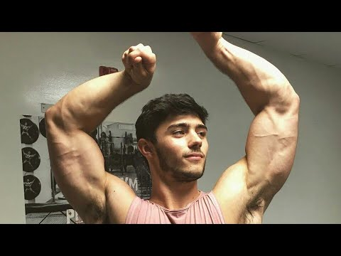 Awesome Young Muscle Boy | Perfect Flexing Show From Athlete Vadim Brightиз YouTube · Длительность: 2 мин14 с