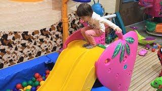 Алена Играет в Детской Игровой Комнате!  Развлечения для Детей!  Детское Видео!  Children's videos
