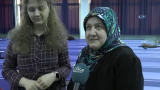 47 Yaşında Kızıyla Birlikte Üniversite Sıralarına Oturdu