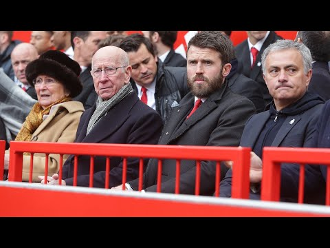 Old Trafford remembers Manchester United's Munich air disaster