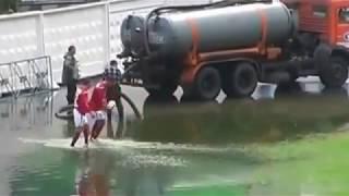 Download lucu.. sepakbola koplak di lapangan banjir