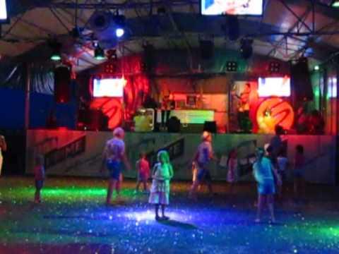 Стриптиз и дети в Крыму / Striptease And Children In Crimea