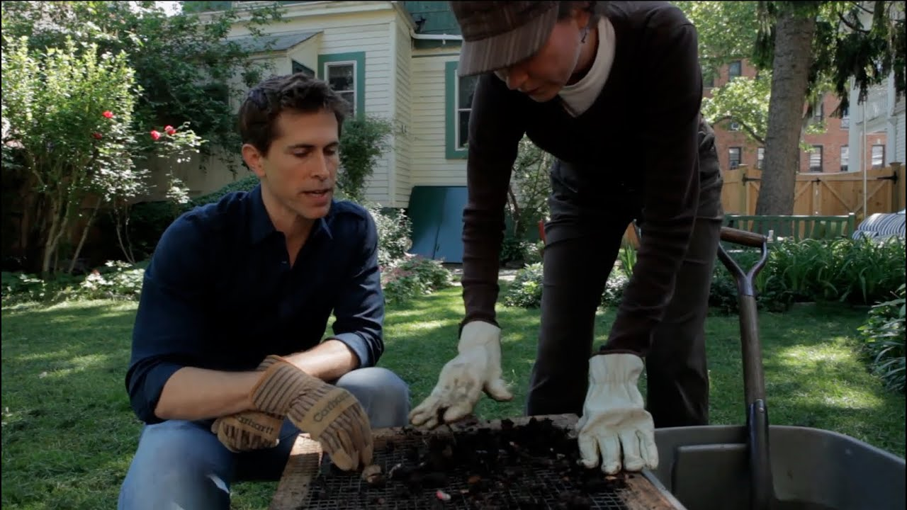 How to compost a green garden - Urban Gardener video