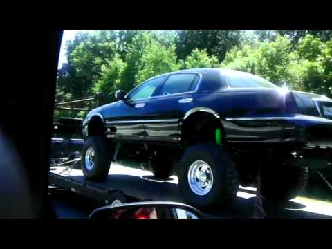 Lincoln Town Car Lifted For Mudding Youtube