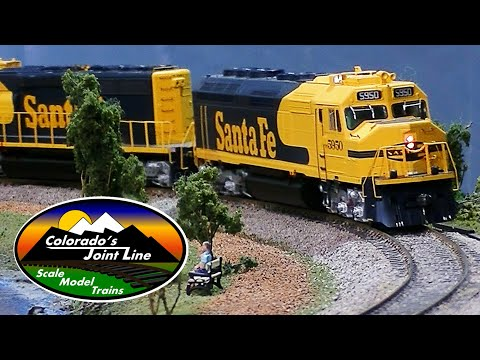 Model Train Layout Ops Session w/ Cabooses - Santa Fe & Rio Grande