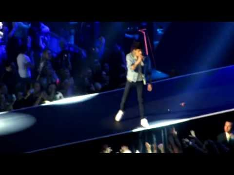 (HD) One Direction - Tell Me a Lie - Madison Square Garden, New York