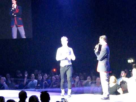 Klaine skit + kiss  - Darren Criss and Chris Colfer - O2 Dublin 3 July 2011 (last show)